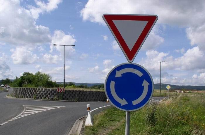 Křižovatka s kruhovým objezdem